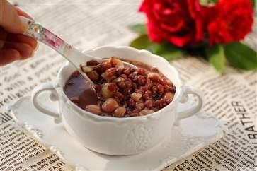红豆薏米粥怎么煮去湿气 红豆薏米粥的功效