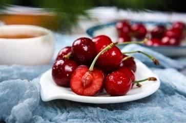 车厘子价格腰斩 疫情下进口水果可以放心食用吗