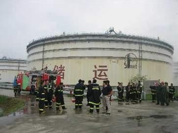 上海厂房火灾致8死 含2名消防员