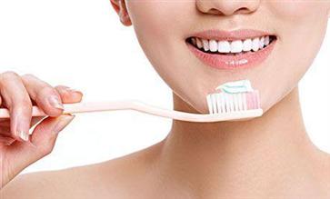 刷牙的几个错误方法 看看你犯错了吗