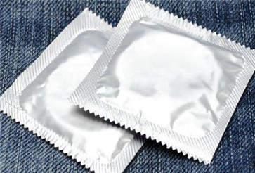 冈本避孕套和杜蕾斯哪个好用 避孕套的三大好处