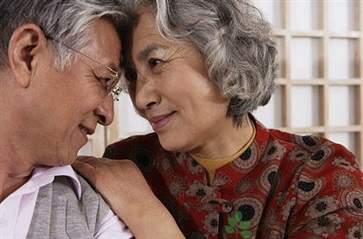 老年人清心寡欲才能长寿? 规律性生活更利于健康!