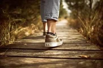 坚持走路对身体有哪些好处走路养生的注意事项