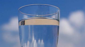 不喝水会得肾结石吗 肾结石的形成原因