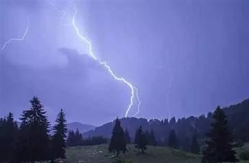 遭遇雷击如何自救 被雷击中急救步骤是什么