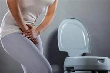 一喝水就想尿是怎么回事经常喝水却没尿的原因